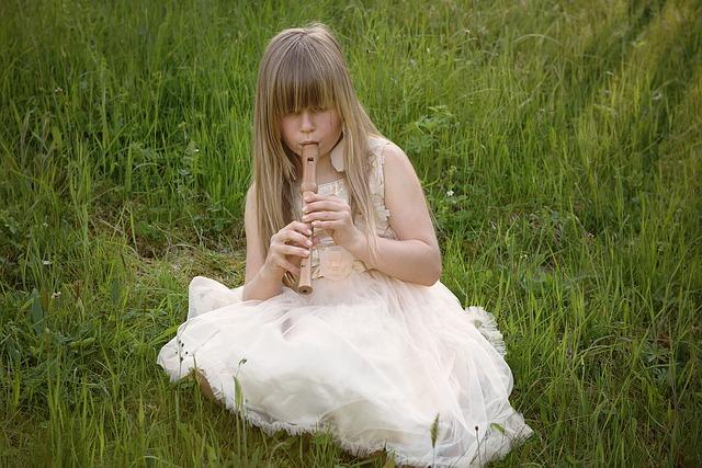 dívka s flétnou