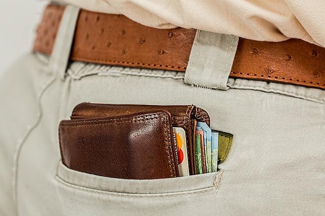 peněženka v kalhotech