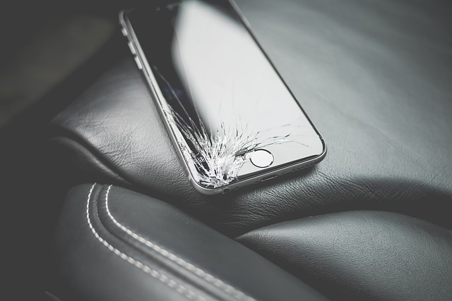rozbitý mobil