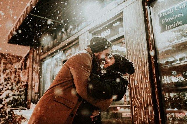 pár ve sněhu